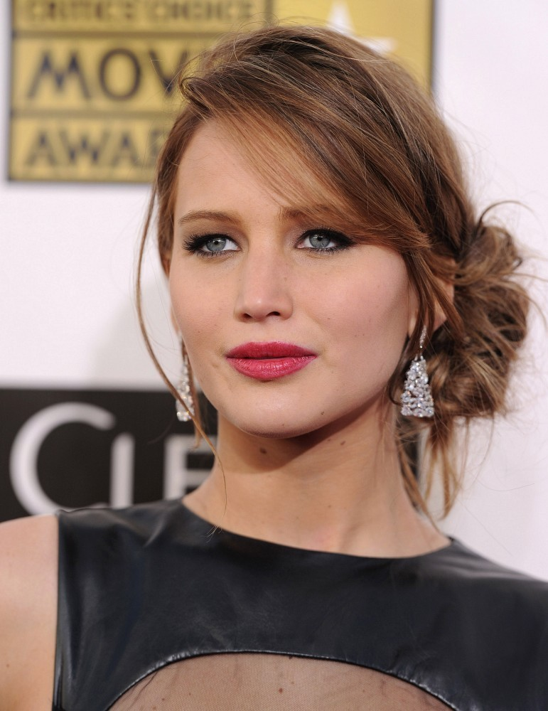 How To Diy Jennifer Lawrence S Sexy Loose Low Bun It S Easier Than