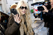 Taylor Momsen arrives at La Maroquinerie in good spirits as she prepares for her show tonight with her band, The Pretty Reckless.