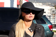 Heiress Paris Hilton seen arriving at a studio wearing a big floppy hat in Burbank, CA.