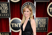 Actress Julie Bowen arrives at the 17th Annual Screen Actors Guild Awards held at The Shrine Auditorium on January 30, 2011 in Los Angeles, California.