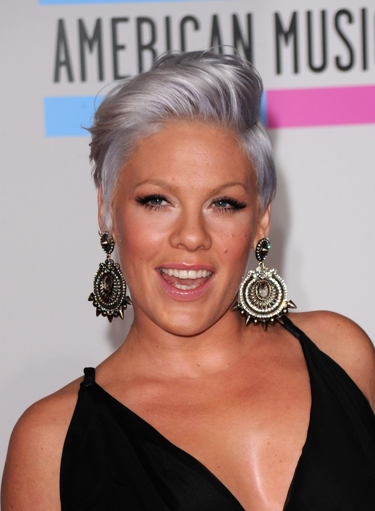 Pink Debuts Silver Hair At The Ama Awards 2010 Celebrity Hair