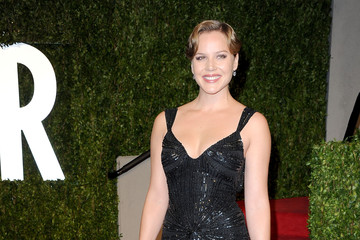 Abbie Cornish Wears a Glamorous Black Dress at the Vanity Fair Oscar Party