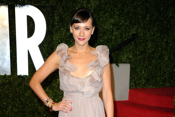 Rashida Jones Wears Valentino to Vanity Fair Oscar Party