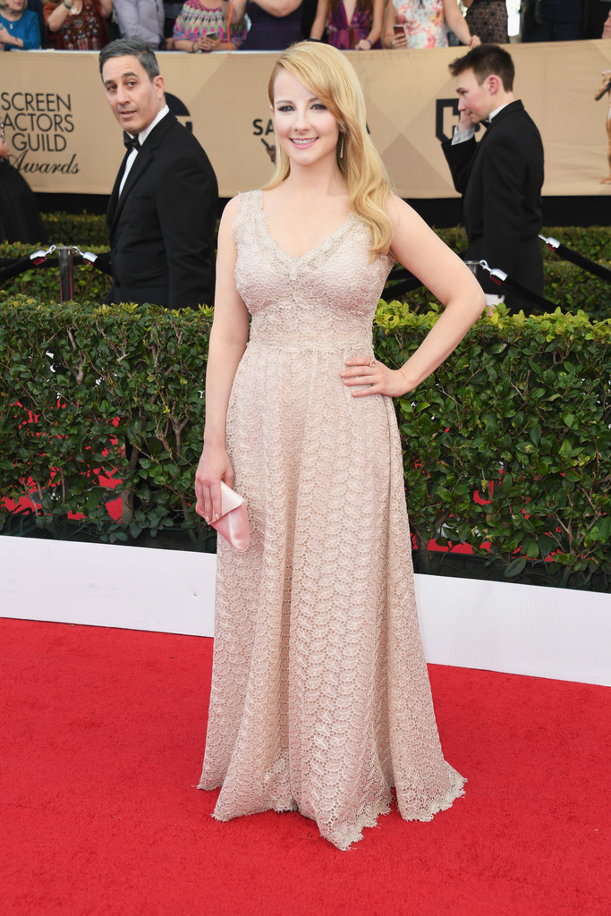 Melissa Rauch S Breezy Boho Dress Sag Awards Dresses