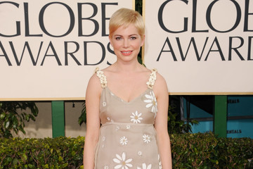 Michelle Williams Delights in Valentino at the Golden Globe Awards 2011