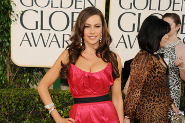 Sofia Vergara Shows off Her Curves in a Red Vera Wang Gown at the Golden Globes 2011