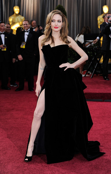 Angelina Jolie in Atelier Versace at the 2012 Oscars