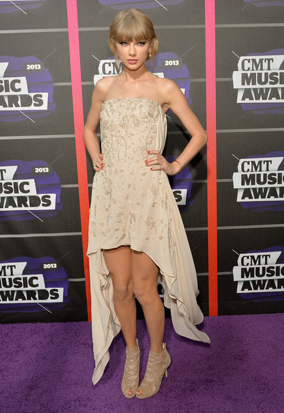 Taylor Swift At The 2013 CMT Awards