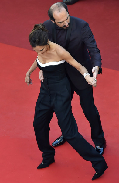 """Victoria Beckham """"dancing"""" with this dude"""