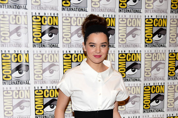 Hailee Steinfeld Goes Classic Chic at Comic-Con