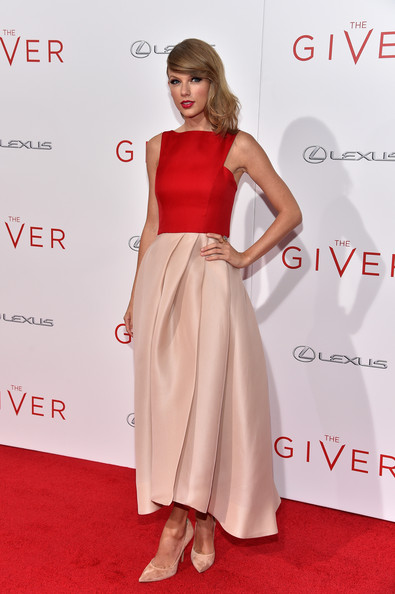 Monique Lhuillier for 'The Giver' NYC Premiere 2014