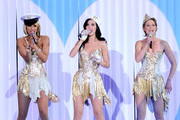 (L-R) Singers Keri Hilson,  Katy Perry and Jennifer Nettles perform onstage during