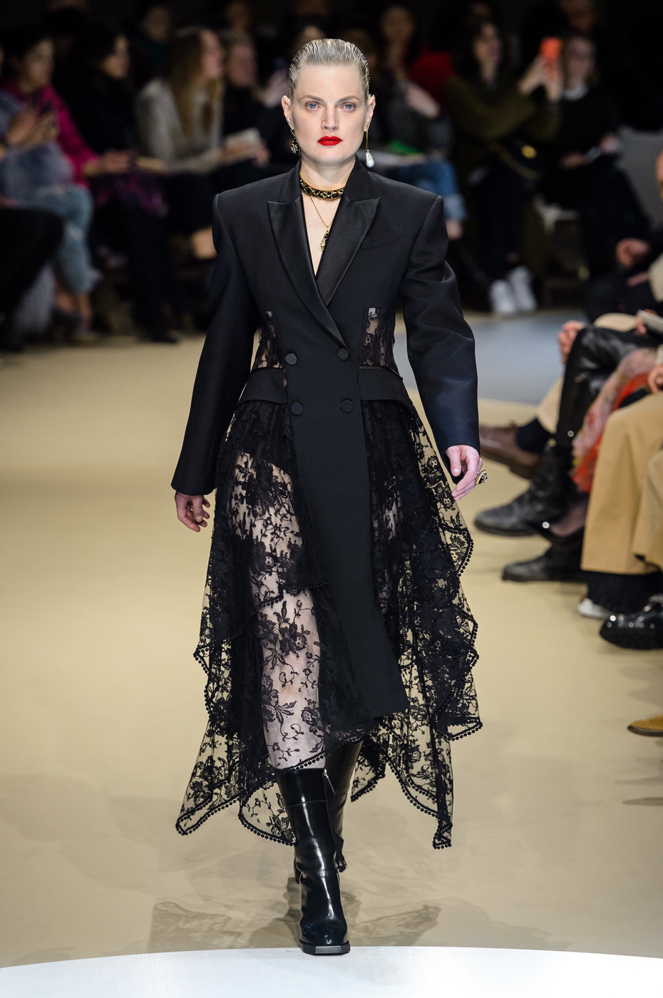 Alexander McQueen Fall 2018 Ready-to-Wear Collection - Vogue 41