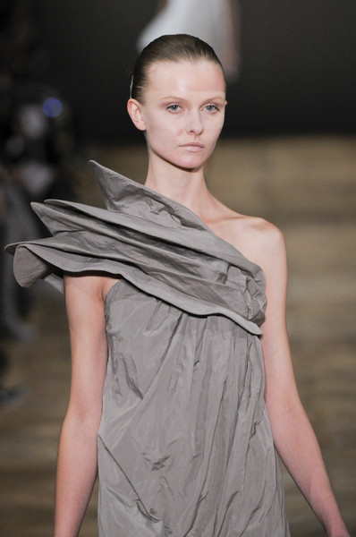 Amaya Arzuaga at Paris Spring 2011