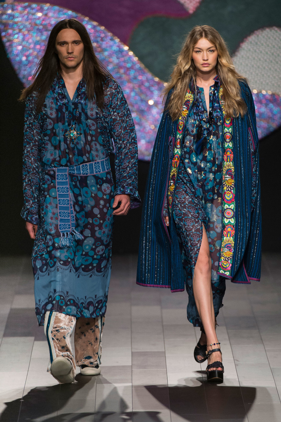 anna sui at new york fashion week spring 2018 livingly. Black Bedroom Furniture Sets. Home Design Ideas