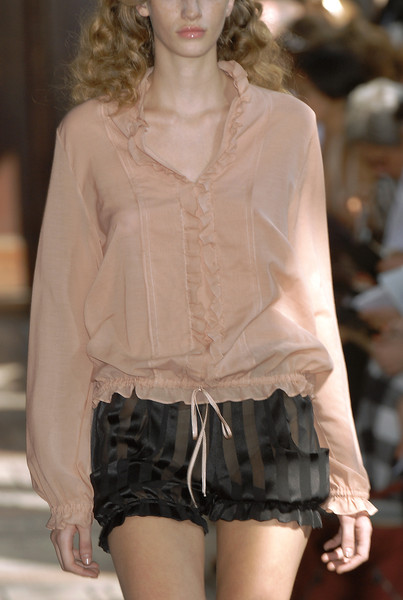Anne Valérie Hash at Couture Fall 2006 (Details)