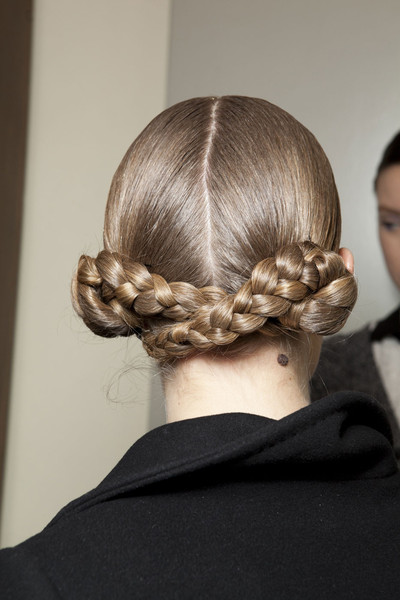 Aquilano.Rimondi at Milan Fall 2012 (Backstage)