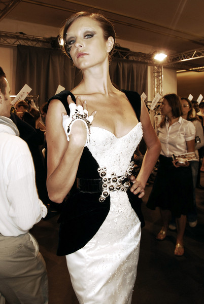 Armani Privé at Couture Fall 2007 (Backstage)
