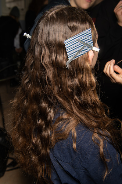 Bora Aksu at London Fall 2020 (Backstage) [bora aksu,hair m,brown,long hair,brown hair,headpiece,black hair,socialite,hair,london fashion week fall,long hair,hair m,brown hair,headpiece,black hair,socialite,hair,brown,02pd - circolo del partito democratico di milano]