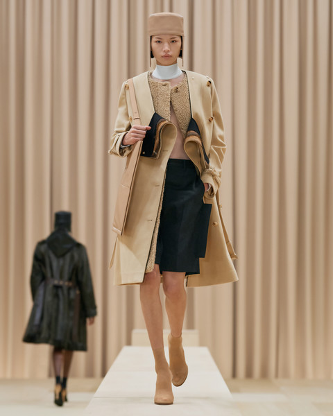 Burberry Prorsum at Paris Fall 2021 [shoe,outerwear,overcoat,sunglasses,street fashion,sleeve,waist,hat,collar,thigh,fashion,runway,haute couture,coat,street fashion,model,planetarium,burberry prorsum,paris fashion week,fashion show,fashion show,m.p. birla planetarium,runway,haute couture,coat,fashion,model,planetarium]