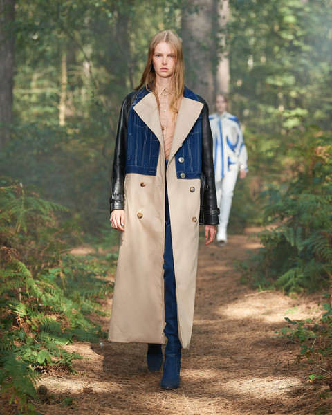 Burberry Prorsum at London Spring 2021 [clothing,fashion,outerwear,coat,duster,street fashion,trench coat,overcoat,costume,style,fashion accessory,outerwear,riccardo tisci,fashion,clothing,street fashion,coat,burberry prorsum,london fashion week,fashion show,riccardo tisci,burberry,ready-to-wear,fashion,fashion show,clothing,fashion accessory,new york fashion week,fashion house,fashion week]