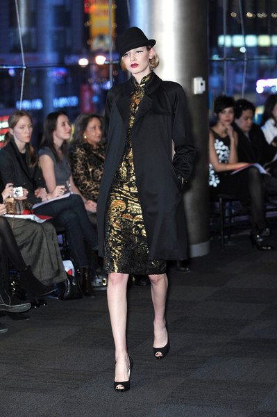 Carmen Marc Valvo at New York Fall 2010