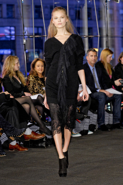 Carmen Marc Valvo at New York Fall 2011
