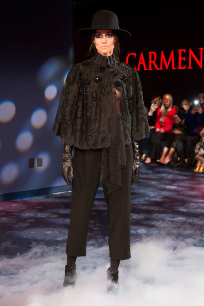 Carmen Marc Valvo at New York Fall 2018 [fashion show,runway,fashion model,fashion,clothing,fashion design,public event,human,event,outerwear,carmen marc valvo,fashion,runway,clothing,fashion week,fashion design,fashion model,new york fashion week,fashion show,paris fashion week,runway,fashion show,new york fashion week,fashion,fashion week,clothing,paris fashion week,ready-to-wear,fashion design,model]