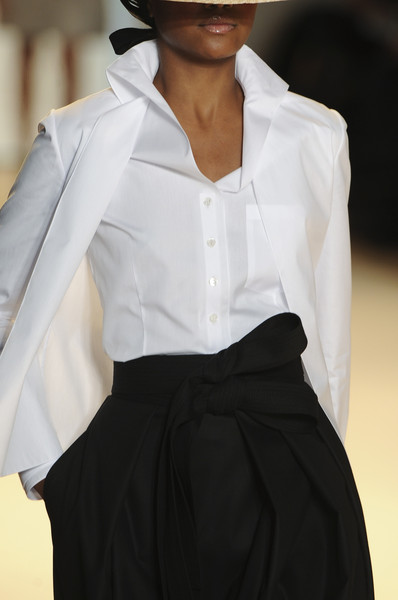 Carolina Herrera at New York Spring 2011 (Details)