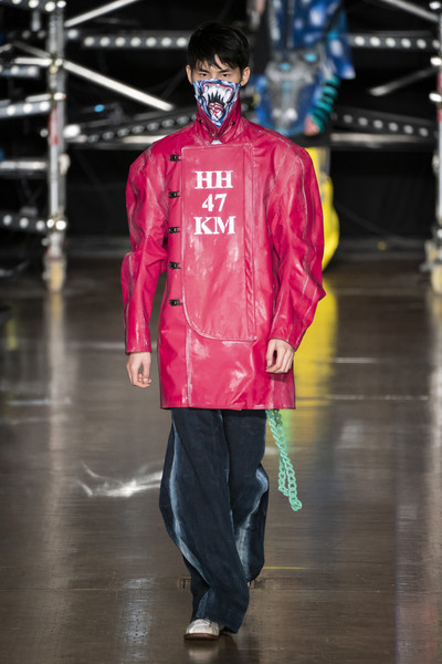 Central Saint Martins Ma at London Fall 2019 [fashion,runway,clothing,fashion show,outerwear,pink,human,jacket,raincoat,fashion design,outerwear,fashion,college,fashion design,runway,clothing,pink,central saint martins,london fashion week,fashion show,central saint martins,london college of fashion,central saint martins ma - london fashion week 2017,fashion show,fashion,college,masters degree,fashion design]