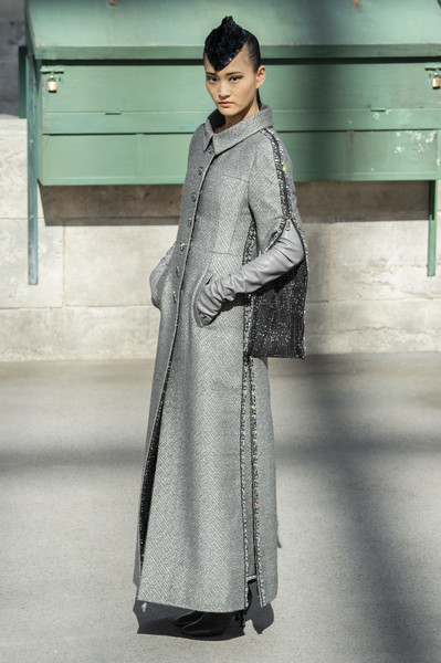 e676ff43c00 Chanel Fall 2018 Runway Pictures - Livingly