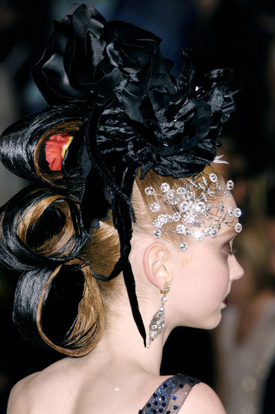 Christian Lacroix at Couture Fall 2005 (Details)