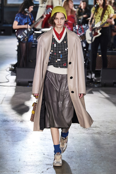 Coach 1941 at New York Fall 2020 [fashion,clothing,street fashion,fashion show,outerwear,runway,event,coat,fashion design,costume design,shoe,outerwear,coach,coach,cindy crawford,fashion,fashion week,runway,new york fashion week,fashion show,cindy crawford,new york fashion week,chanel,fashion,fashion week,fashion show,coach new york,elle,shoe]