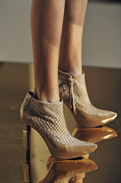 Devi Kroell at New York Fall 2009 (Details)