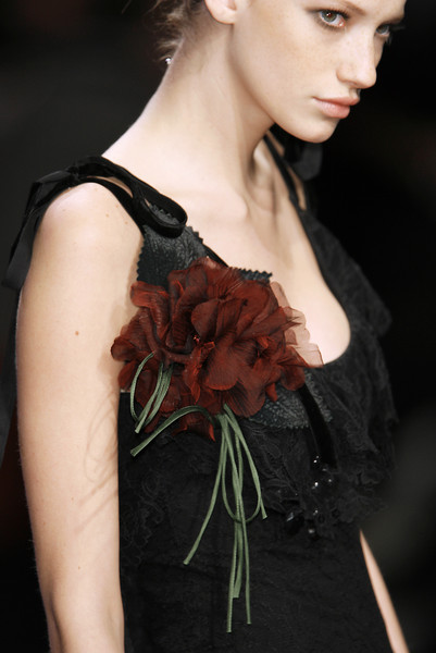 Elie Saab at Paris Fall 2006 (Details)