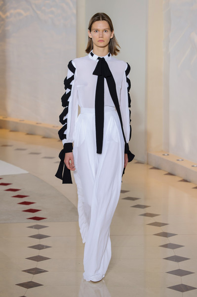 Emilia Wickstead at London Spring 2018 [fashion,fashion model,white,clothing,runway,fashion show,haute couture,pantsuit,outerwear,fashion design,shirt,emilia wickstead,fashion,clothing,bow,fashion model,haute couture,london fashion week,fashion show,paris fashion week,emilia wickstead,clothing,fashion,autumn,paris fashion week,bow,shirt,lacoste]