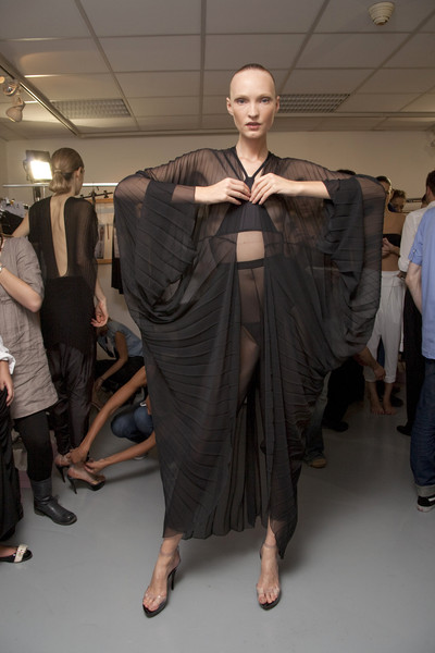Estrella Archs at Paris Spring 2010 (Backstage)