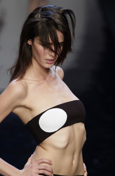 Exte at Milan Spring 2004 [shoulder,brassiere,clothing,skin,joint,chest,abdomen,beauty,arm,trunk,supermodel,model,fashion,photography,photo shoot,shoulder,exte,beauty,chest,milan fashion week,model,photo shoot,supermodel,fashion,photography,beauty.m]
