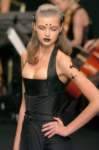 Eymeric François at Couture Fall 2006 (Details)