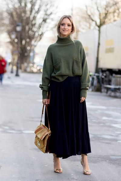 Chunky Sweater and Skirt , 60 Outfit Ideas From Paris
