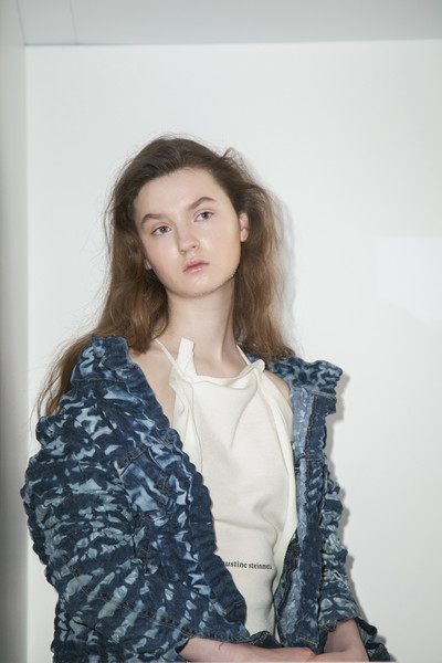 Faustine Steinmetz at London Fall 2017 [portrait photography,autumn,hair,face,blue,white,black,clothing,beauty,skin,shoulder,head,faustine steinmetz,fashion,photo shoot,face,white,black,london fashion week,fashion show,fashion,autumn,photo shoot,fashion show,portrait photography,buro 24/7,ready-to-wear,model,winter,photography]