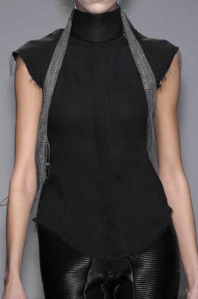 Gareth Pugh at Paris Fall 2010 (Details)