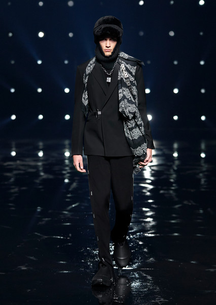 Givenchy at Paris Fall 2021 [face,water,flash photography,fashion,lighting,coat,performing arts,entertainment,music artist,fashion design,gentleman,fashion,haute couture,fashion model,wear,phenomenon,lighting,givenchy,paris fashion week,fashion show,fashion show,haute couture,formal wear,fashion,fashion model,winter,stx it20 risk.5rv nr eo,gentleman,phenomenon,model m keyboard]