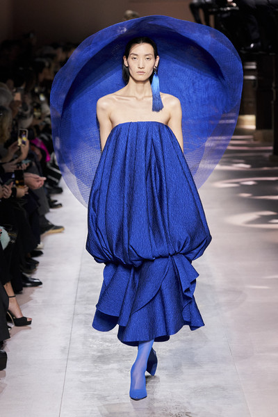 Givenchy at Couture Spring 2020 [fashion model,fashion,fashion show,cobalt blue,runway,blue,shoulder,clothing,haute couture,electric blue,bouchra jarrar,fashion,haute couture,spring,fashion design,fashion model,runway,givenchy,couture spring 2020,fashion show,bouchra jarrar,givenchy,haute couture,fashion,fashion show,paris fashion week,spring,chanel,fashion design]