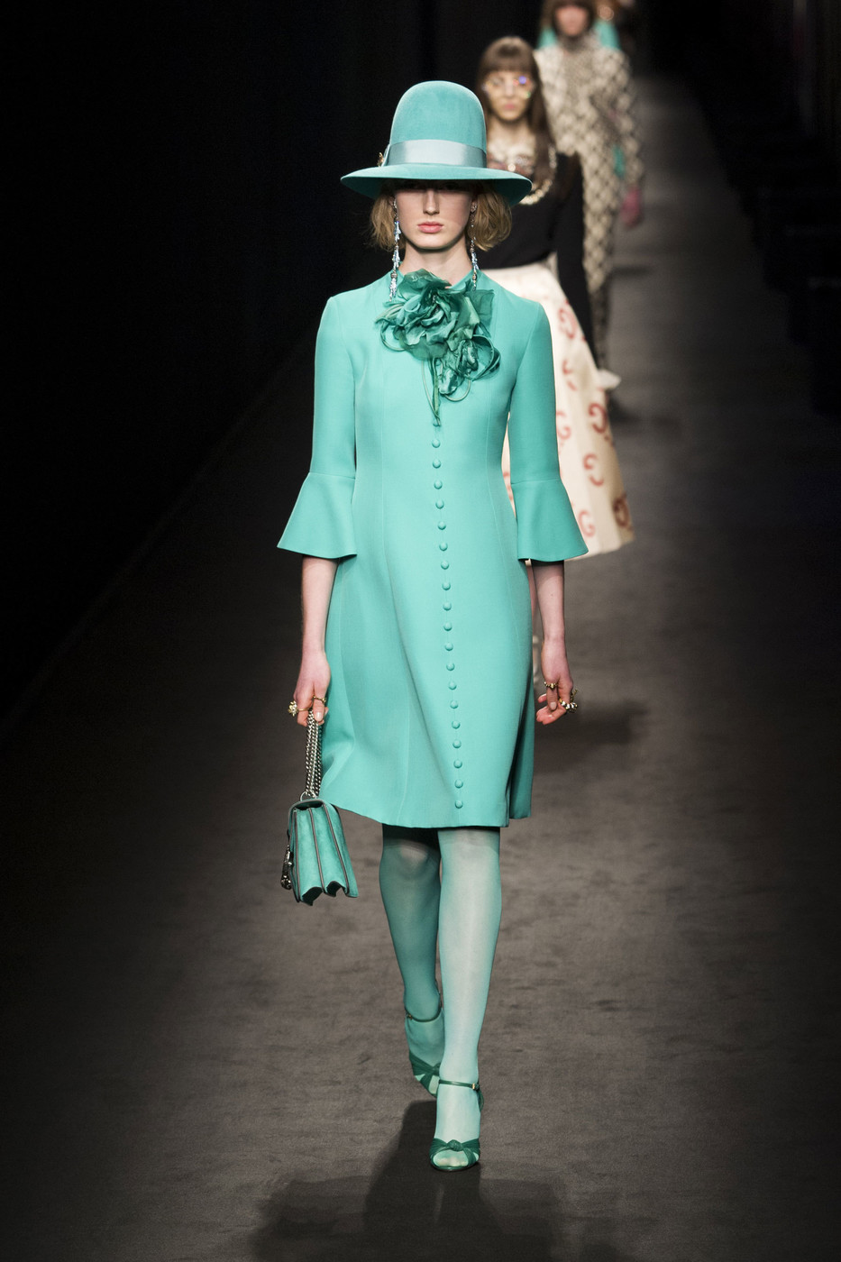 Gucci fall 2016 runway pictures livingly for Gucci milan fashion week