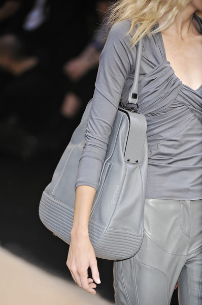 Guy Laroche at Paris Spring 2010 (Details)