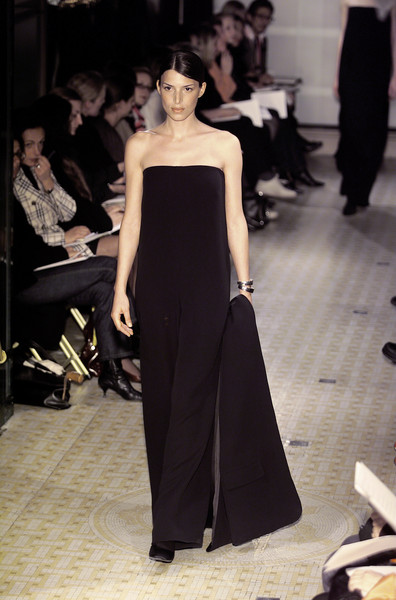 Hermès at Paris Fall 2001 [fashion model,fashion,haute couture,clothing,dress,fashion show,runway,shoulder,gown,model,gown,supermodel,socialite,fashion,runway,model,haute couture,fashion model,paris fashion week,fashion show,fashion show,runway,haute couture,model,fashion,supermodel,gown,socialite,two pence]
