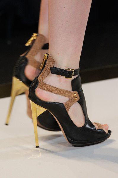 Hervé Léger by Max Azria at New York Spring 2013 (Details)