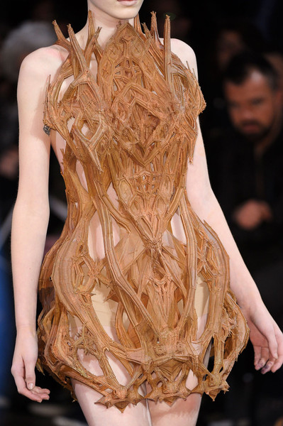 Iris Van Herpen at Couture Spring 2012 (Details) [fashion model,fashion,haute couture,clothing,hairstyle,fashion show,runway,long hair,dress,blond,iris van herpen,haute couture,fashion,runway,fashion design,model,design,vogue,couture spring,fashion show,alexander mcqueen,haute couture,runway,fashion design,fashion,fashion show,paris fashion week,model,vogue,design]