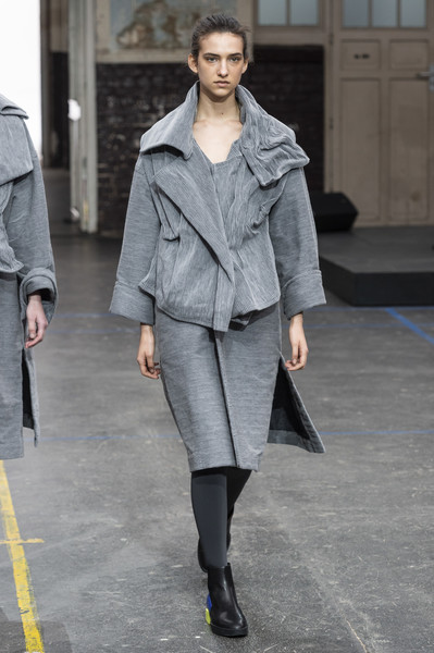 Issey Miyake at Paris Fall 2019 [fashion model,fashion,fashion show,clothing,runway,street fashion,outerwear,overcoat,shoulder,coat,outerwear,issey miyake,runway,fashion,clothing,fashion week,model,street fashion,paris fashion week,fashion show,issey miyake,runway,fashion show,fashion,fashion week,ready-to-wear,paris fashion week 2019,clothing,model,haute couture]